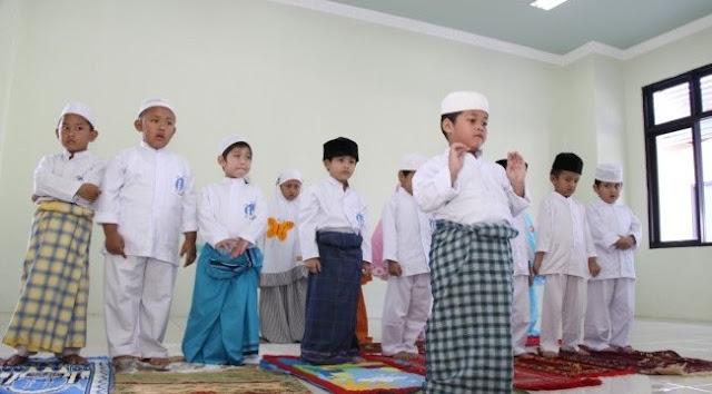 Amalkan Doa Ini, Anak Akan Sholat Tanpa Disuruh atau Dipaksa