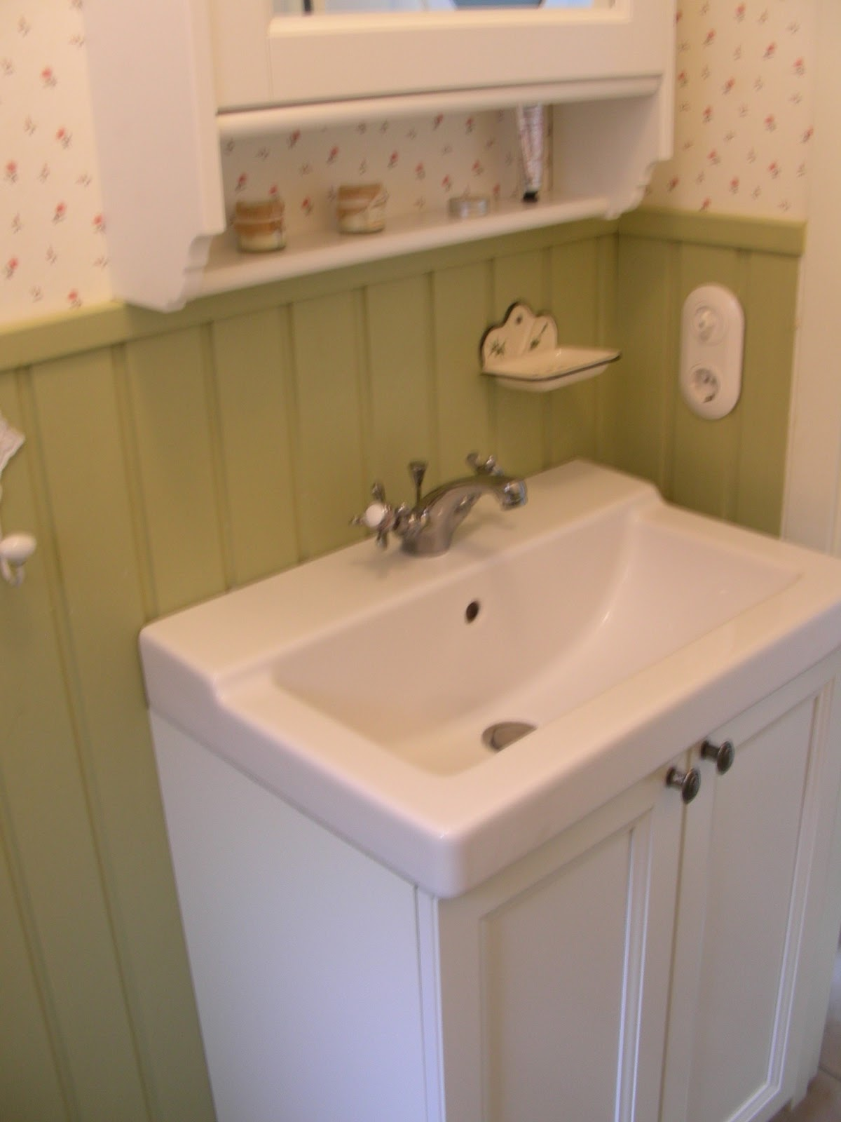shabby home antike kacheln. Black Bedroom Furniture Sets. Home Design Ideas