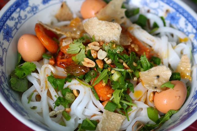 Quang noodle - The flavor is typical of the Central Vietnam 3