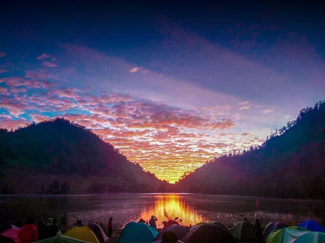 Cantiknya Sunrise di Ranu Kumbolo, Gunung Semeru - VIApendaki