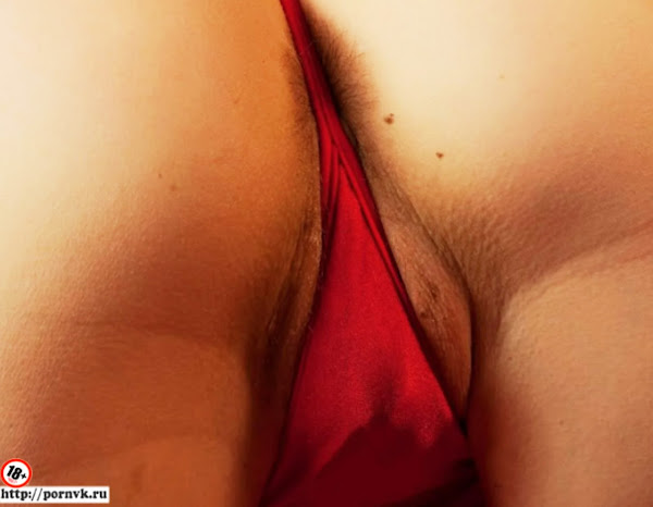 Классная попа на эротических фото в красных стрингах - голая эротика модели!