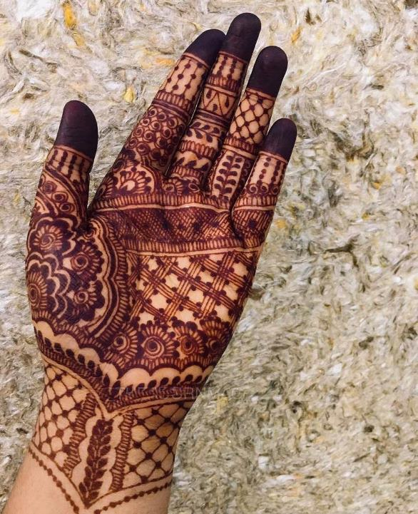 Pakistani Mehndi Design for Front Hand