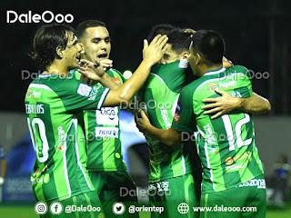 Jugadores de Oriente Petrolero festejan el gol de Patricio Vidal - DaleOoo