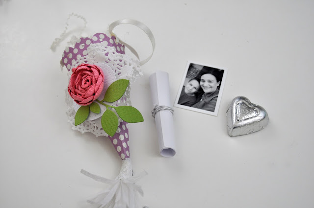 Mother's Day Tussie Mussies with Jen Gallacher from www.jengallacher.com. Includes tutorial and product list. #craft #tussiemussie #mothersday