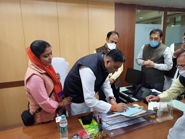 सूर्य के उत्तरायण होते ही राहुल के सितारे चमके.. कैबिनेट मंत्री का दर्जा मिलने के बाद 17 को दमोह आगमन की तैयारी.. इसके पूर्व मेडिकल कॉलेज हेतु जमीन तलाशने भोपाल से आए आदेश.. इधर एक अखबार की खबर से मलैया समर्थक हो रहे गदगद..