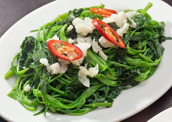 Rau muốn xào tỏi, cách làm rau muống xào tỏi trên mâm cơn của mỗi gia đình người Việt Nam