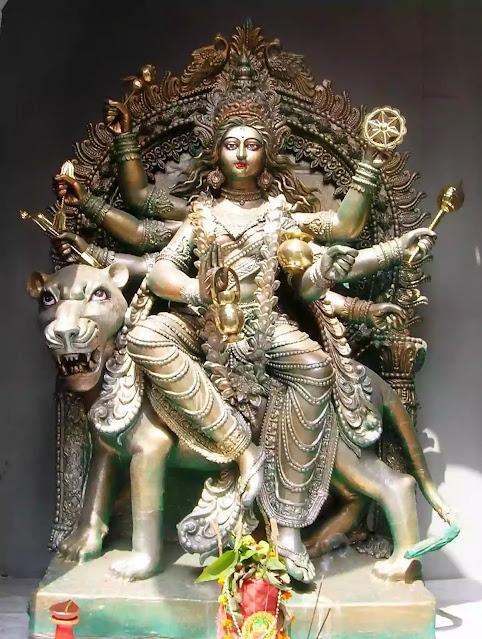 नवरात्रि के चौथे दिन करें मां कुष्मांडा की आराधना, बनेंगे हर काम,