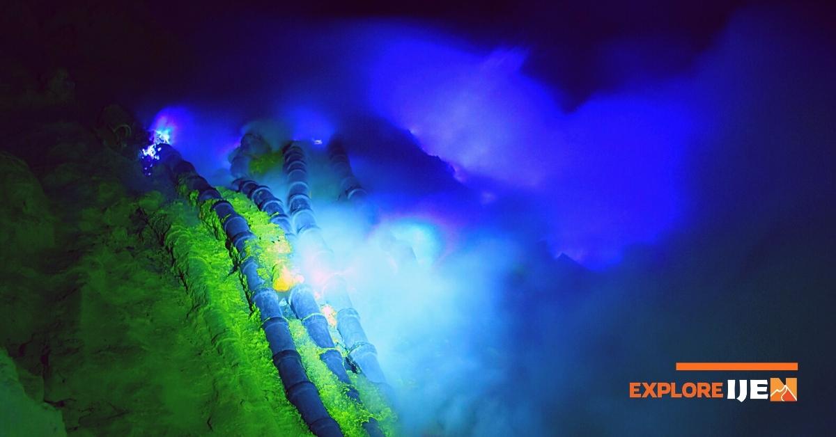 proses terjadinya blue fire di kawah ijen