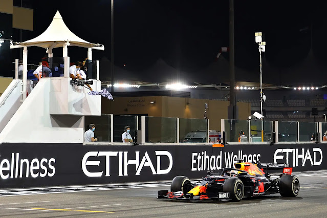 ABU DHABI, UNITED ARAB EMIRATES - DECEMBER 13: Race winner Max Verstappen of the Netherlands driving the (33) Aston Martin Red Bull Racing RB16 takes the chequered flag during the F1 Grand Prix of Abu Dhabi at Yas Marina Circuit on December 13, 2020 in Abu Dhabi, United Arab Emirates. (Photo by Giuseppe Cacace - Pool/Getty Images)