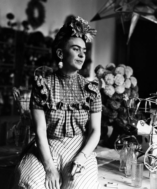 Beautiful Black and White Portraits of Frida Kahlo Taken by Sylvia Salmi in 1944