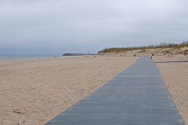 deptak nad morzem na plaży Władysławowo