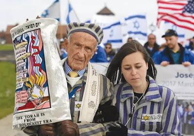 Participantes da maracha em Auschwitz