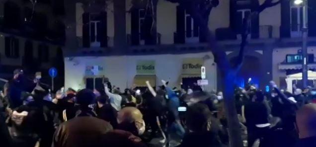 """Scontri a Napoli, De Luca: """"Uno spettacolo indegno"""""""