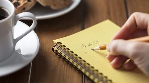 Membuat daftar tugas kantor