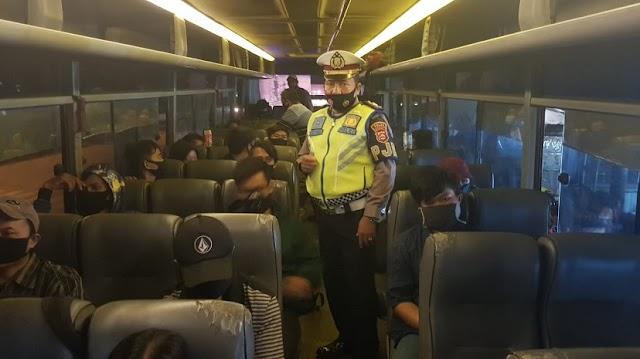 Di Terminal Bus, Polisi Ajak Masyarakat Patuhi Protokol Kesehatan