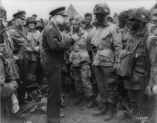 Eisenhower y paracaidistas de la 101 aerotransportada, Día D
