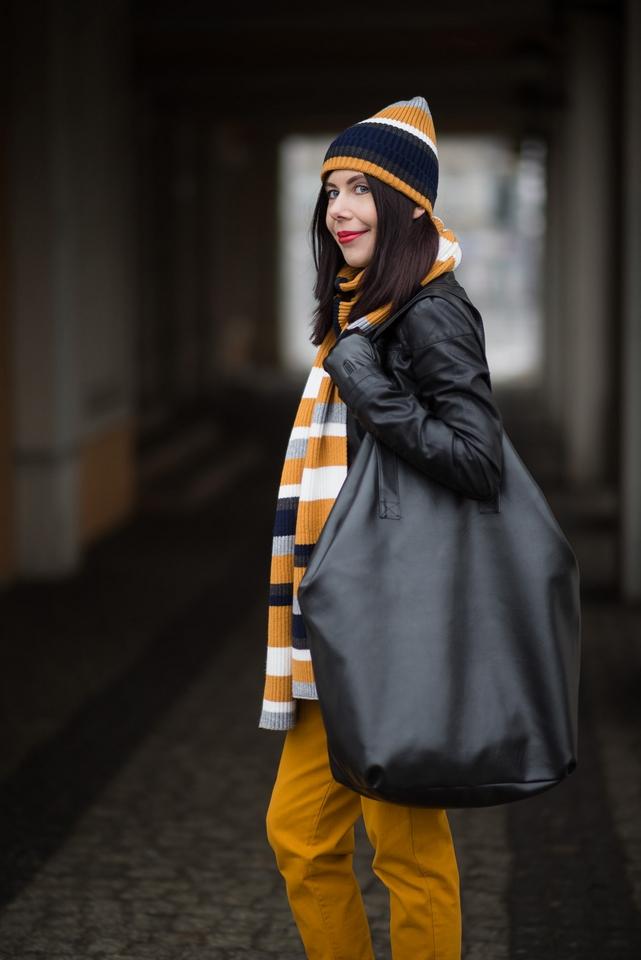 stylizacja-z-dużą-torbą-jak-nosić