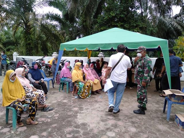 Dengan Cara Komsos Personel Jajaran Kodim 0208/Asahan Sosialisasikan Pentingnya Pakai Masker Kepada Masyarakat