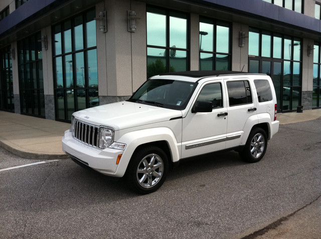differences between jeep grand cherokee 2014 2016 autos post. Black Bedroom Furniture Sets. Home Design Ideas