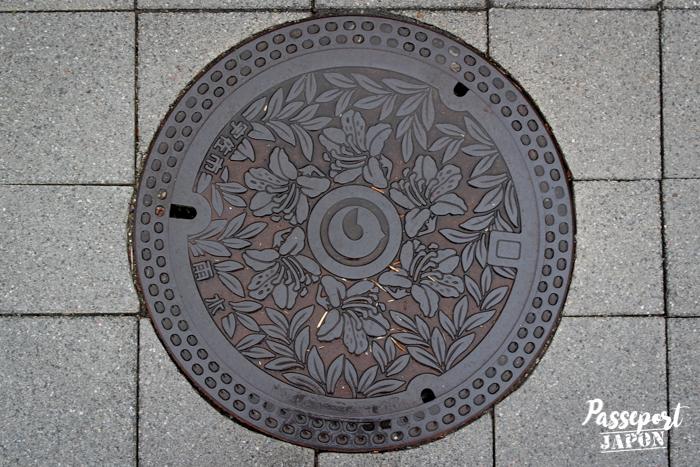 Plaque d'égout, sanctuaire Usa-jingû, Oita