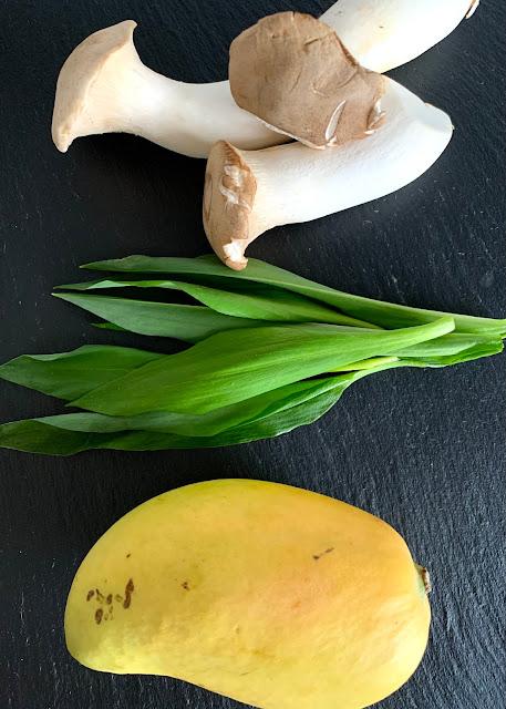Kräuterseitling-Salat mit Bärlauch #Rezept #glutenfrei #vegan, Frühlingsküche, Mango, schnelles Rezept, einfach, leicht