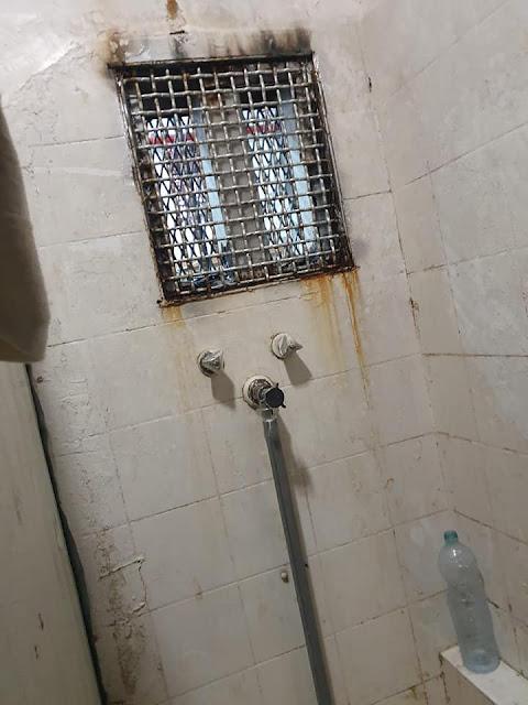 מקלחת שלא עובדת בכלא