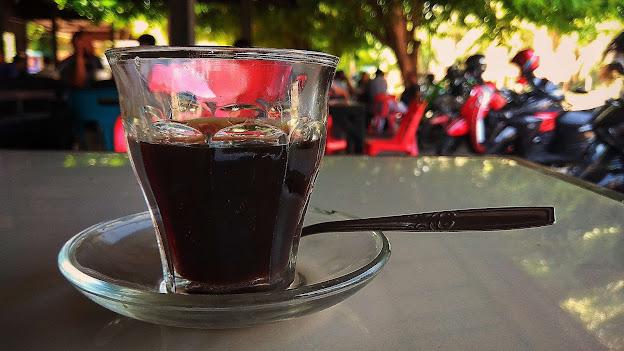 Kopi Pancong, Budaya Minum Kopi Setengah Gelas di Aceh