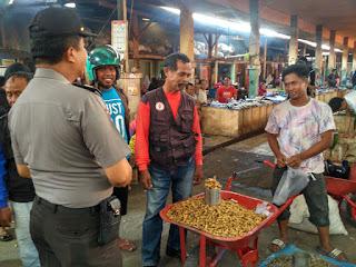 Cegah Corona, Sat Binmas Polres Enrekang Berikan Imbauan di Pasar Sentral Enrekang