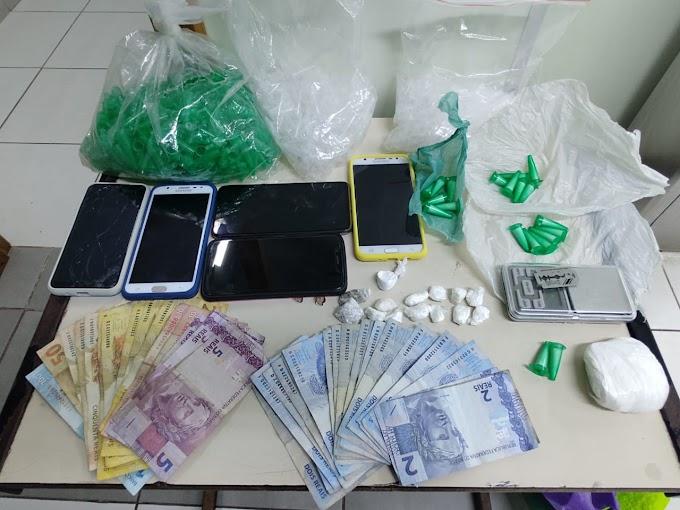 Casal é preso e menor apreendido por tráfico de drogas em Cachoeirinha