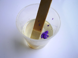 Mixing Pearl-Ex powder in resin