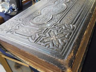 Libro antiguo, codice, en el desembalaje de Leon