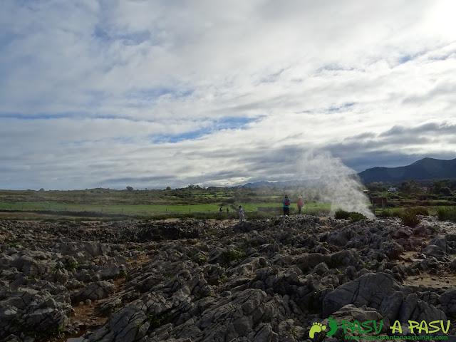 Bufones de Pría: Expulsando agua