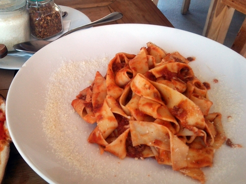 PAPPARDELLE ALLA BOLOGNESE Rp.76000(≒760円)