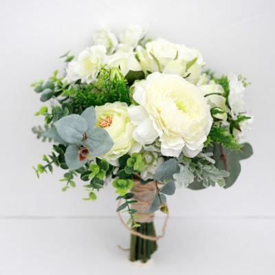 ローズとラナンキュラスのホワイトグリーンブーケ_ウェディングブーケと花髪飾りairaka