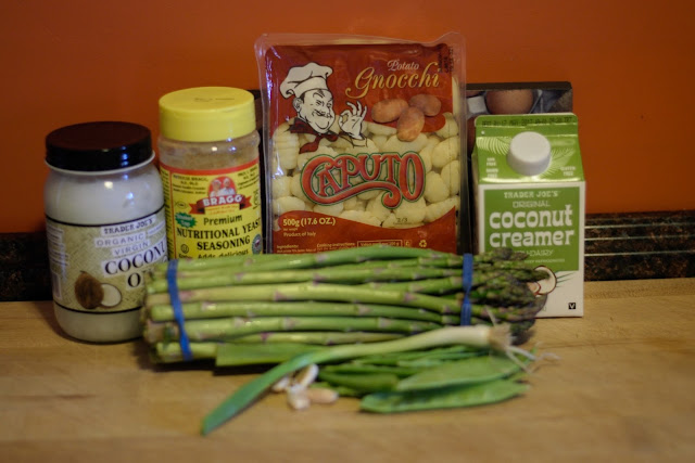 The ingredients needed to make the vegan creamy gnocchi primavera.