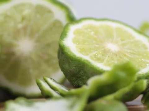 มะกรูด (Kaffir Lime) สมุนไพรรักษาผมร่วง, ผมร่วง, ผมบาง, หัวล้าน, ปลูกผม, อาหารลดผมร่วง, อาหารผม, วิธีรักษาผมร่วง, ปัญหาผมร่วง, แก้ปัญหาผมร่วง, herb for hair loss