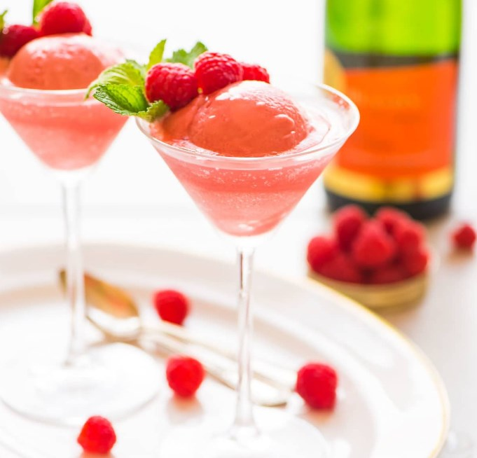 Raspberry Champagne Float #drink #cocktail
