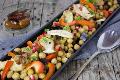 Kichererbsen Salat mit Kräuterseitling, Datteln und Granatapfel