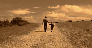 Ένας πλούσιος μπαμπάς πήρε τον γιο σε ένα χωριό για να του δείξει πως ζουν οι φτωχοί...