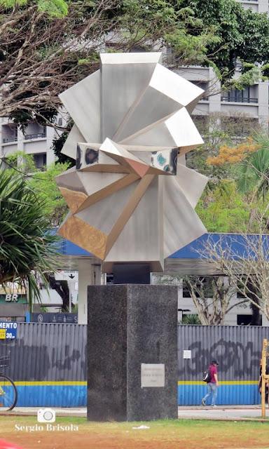 Close-up da Escultura Testemunho - Avenida Faria Lima - São Paulo