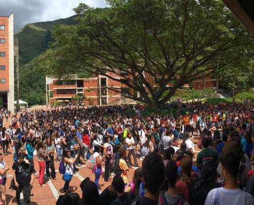 Estudiantes universitarios protestan en varios estados del país para exigir revocatorio