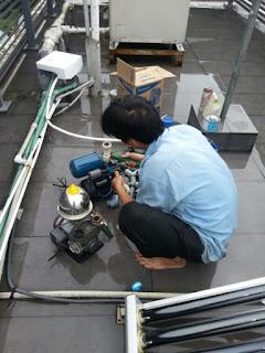 Sửa máy bơm nước bị bốc khói tại Hà Nội