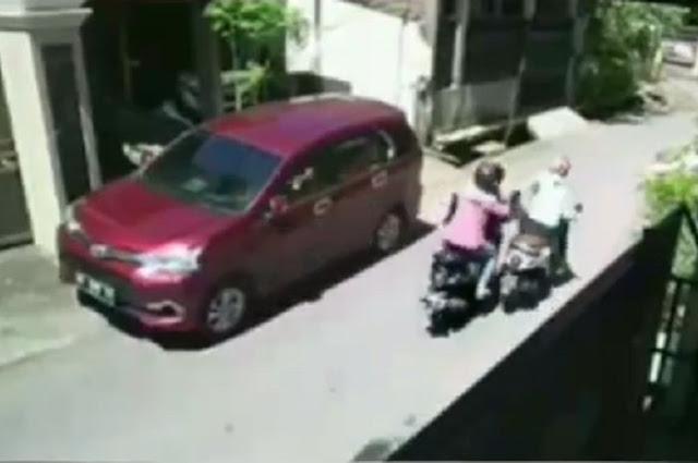 Gambar Ilustrasi Reka Adegan Jambret yang merampas tas ibu-ibu di lombok Timur