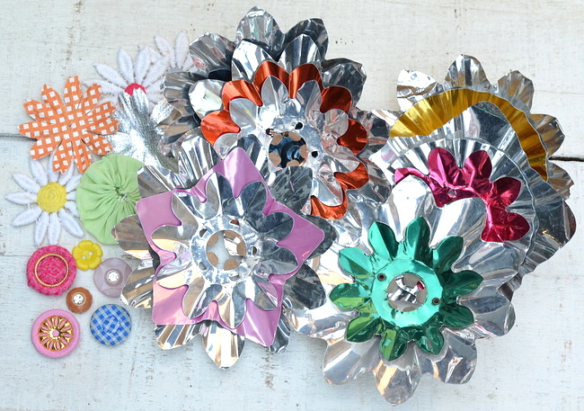 How to make flowers with vintage aluminum light reflectors and buttons