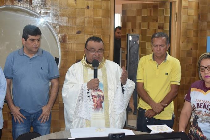 Pedreiras - Pe. José Geraldo realiza a 1ª Missa da Imprensa