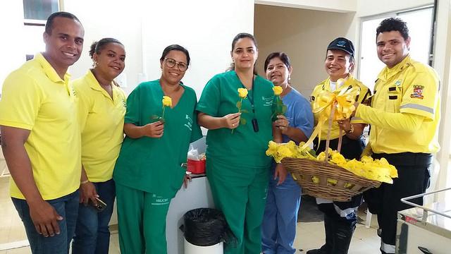 Alagoinhas: SMTT faz homenagem ao Dia das Mães durante ação no trânsito