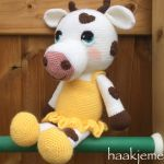 http://www.haakjemee.nl/crochet-cow-with-hearts/