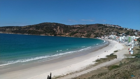 Arraial do Cabo mantém turismo suspenso e praias fechadas mesmo após fim da pausa emergencial no RJ