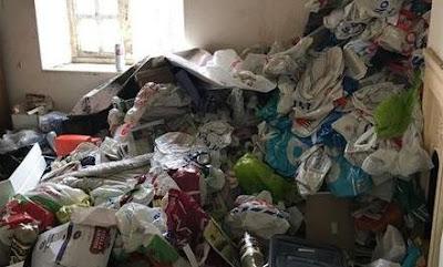 Pemilik Kontrakan Menangis Karena Ulah Penyewa Yang Buang Sampah Sembarangan