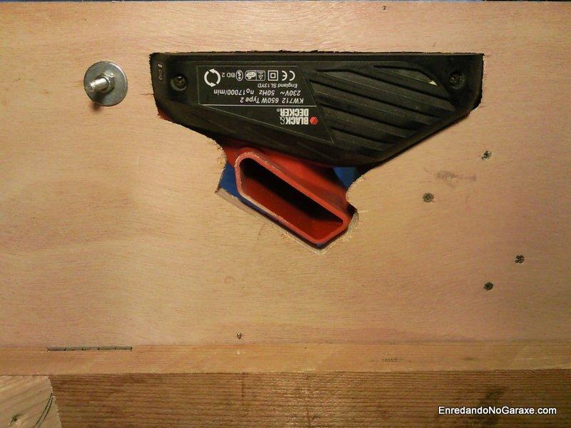 Unión del cepillo a la mesa visto desde abajo, enredandonogaraxe.com